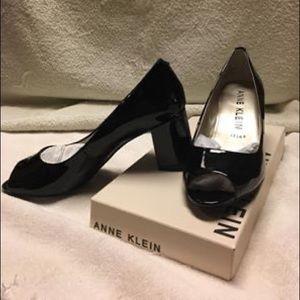 Anne Klein Meredith peep toe black patent pump